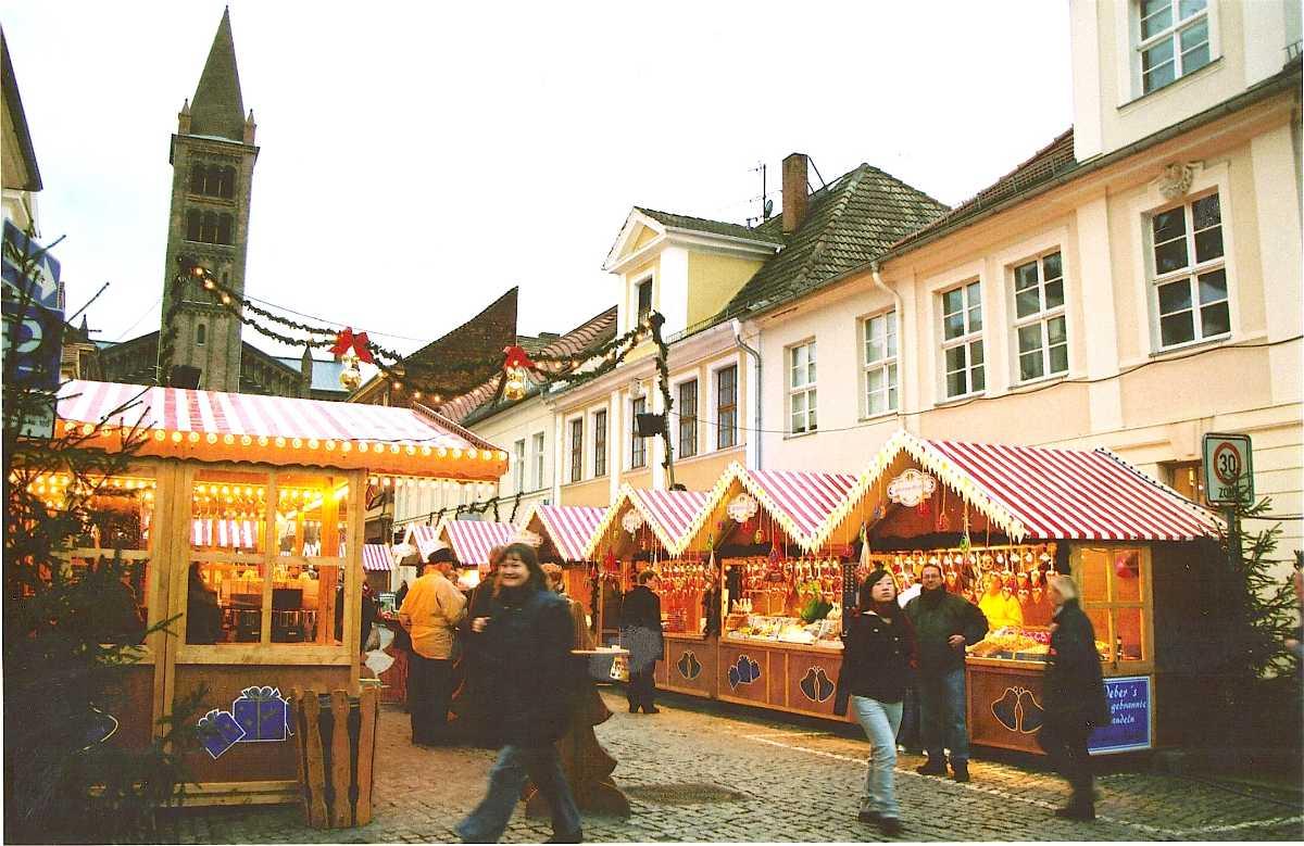 098-Weihnachtsmarktstände